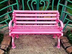 Pink Bench in the garden | Photo | StockerPark