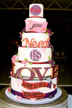 Seriously the cutest wedding cake ever! Beatles Cake, Les Beatles, Beatles Party, Gorgeous Cakes, Pretty Cakes, Amazing Cakes, Susie Cakes, Valentines Day Cakes, Novelty Cakes