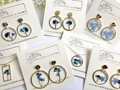 Diy Resin Art, Diy Resin Crafts, Jewelry Crafts, Jewelry Art, Jewellery, Nifty Crafts, Resin Jewelry Making, Jewelry Tattoo, Pressed Flower Art