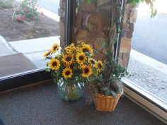 PT 313 OCT 13 FLOWERS INSIDE OF THE NAMPA IDAHO SEVENTH DAY ADVENTIST CHURCH BUILDING.