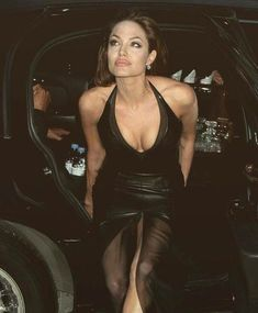 Celebrity addresses free for Fan mail contacting celebrities - Angelina Jolie beauty images - Angelina Jolie Photos, Brad Pitt And Angelina Jolie, Jolie Pitt, Beautiful Celebrities, Most Beautiful Women, Beautiful Gorgeous, Cinema Tv, Hollywood Actresses, Celebrity Style