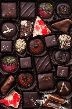 sweet chocolates for my valentine Chocolate Bonbon, Chocolate Dreams, Artisan Chocolate, Chocolate Sweets, I Love Chocolate, Chocolate Art, Chocolate Shop, Chocolate Gifts, How To Make Chocolate