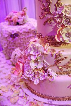 Beautiful Cake Pictures: Beautiful Wedding Cake with Gold Trimmings & Flowers - Flower Cake, Wedding Cakes - Beautiful Wedding Cakes, Gorgeous Cakes, Pretty Cakes, Cute Cakes, Dream Wedding, Awesome Cakes, Wedding Stuff, Wedding Ideas, My Birthday Cake