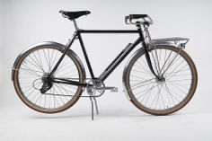 Yep, found my new favourite bike builder - Hufnagel Cycles - and his Porteur bike. www.hufnagelcycles.com