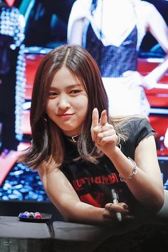 Find images and videos about kpop, itzy and ryujin on We Heart It - the app to get lost in what you love. South Korean Girls, Korean Girl Groups, K Pop, Korean Princess, Rapper, Beauty Full Girl, Fandom, Kpop Outfits, New Girl