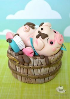 Cute piggy cake By Cake Therapy Crazy Cakes, Fancy Cakes, Pink Cakes, Fondant Cakes, Cupcake Cakes, Piggy Cake, Decoration Patisserie, Farm Cake, Animal Cakes