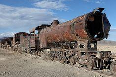 Wild wild west in Uyuni, Bolivia Abandoned Train, Abandoned Ships, Abandoned Cars, Abandoned Buildings, Abandoned Places, Abandoned Vehicles, Rail Train, By Train, Train Tracks