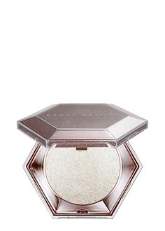 Fenty Beauty by Rihanna announced two new products coming soon for their first anniversary: the Diamond Bomb All-Over Diamond Veil highlighter, and the Gloss Bomb Universal Lip Luminizer in Diamond Milk. Everyday Makeup Tutorials, Korean Makeup Tutorials, Rihanna Makeup, Korean Eye Makeup, Asian Makeup, Crystal Dress, Japanese Makeup, Makeup Rooms, Harvey Nichols