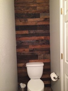 DIY Wood Pallet Bathroom