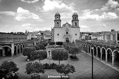 Parroquia y plaza y portales de Jalostotitlan Jalisco Mexico ,,,, semiactual
