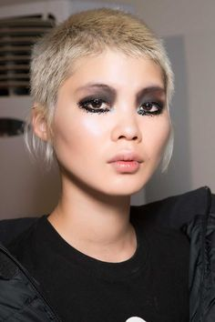 Blonde highlights have had a serious upgrade to look better, brighter and more natural than ever before, as these looks prove Very Short Hair, Short Hair Cuts, Short Hair Styles, All Hairstyles, Straight Hairstyles, Haircuts, Makeup Trends 2018, Spider Lashes, Cowlick