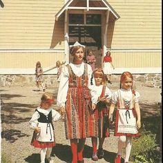 Folk Clothing, Historical Clothing, We Are The World, People Of The World, Folk Costume, Costumes, Norwegian People, Finnish Language, Europe