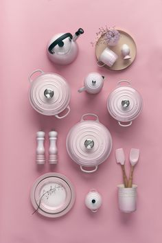 New Shell Pink has been inspired by the soft tones of seashells, capturing the essence of romance and summer sunsets. Add an elegant blush to the kitchen and the home with Shell Pink from Le Creuset, launching in store and online at www.lecreuset.co.za from 14th February 2020. Kitchen Items, New Kitchen, Le Creuset Pink, Kitchen Appliances, Kitchens, Kitchenware, Sea Shells, Blush Weddings, Product Launch