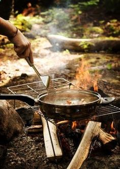 10 easy breakfast camping recipes. vintage camper trailer glamping