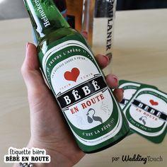 """Idée d'annonce grossesse originale, annonce naissance, heureux événement : l'étiquette à coller sur une bière """"bébé en route"""". A offrir à vos proches lors d'un apéro surprise pour leur faire part de l'heureuse nouvelle ! ©weddingtouch"""