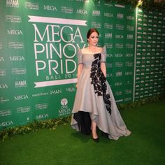 Kim Gan @itsmekimgan | Websta Modern Filipiniana Gown, Filipiniana Wedding Theme, Philippines Dress, Filipino Fashion, Occasion Dresses, Party Dresses, Lovely Dresses, Traditional Dresses, Evening Gowns