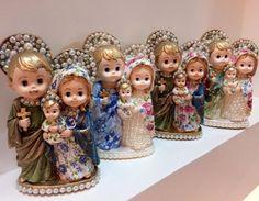 Que o amor e a fé prevaleçam!  Sagrada Família baby by @casavie... Simplesmente encantada com a riqueza dos detalhes.  E muito orgulho  poder  compartilhar por aqui este trabalho belo único e exclusivo que realizam. Amo Casa Vie- watts: (34) 9 9971-4935 e (34) 3217-2661 | R Barão de Camargo 37 Uberlândia-MG #artesacra #decor #domingoabençoado #santascustomizadas #entregatodobrasil #bloghomeidea #pontodecor #sunday
