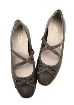 クロスベルトフラットパンプス|axes femme(アクシーズファム)公式通販サイト。web限定セールや最新アイテム、雑誌掲載商品の入荷などお得な情報が満載!「ラグジュアリー」と「ノスタルジック」をテーマに、パーティーからカジュアルまで様々な場面でのフェミニンカジュアルを提案。 Mary Janes, Flats, Sneakers, Shoes, Fashion, Loafers & Slip Ons, Tennis, Moda, Slippers