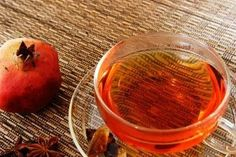 Green tea pome granate...Πράσινο τσάι με ρόδι.! Ετοιμάζουμε 5 φακελάκια πράσινο τσάι. Αφαιρούμε τα φακελάκια από το ζεστό νερό και προσθέτουμε 3 κούπες χυμό ρόδι, μισή κούπα χυμό πορτοκάλι, χυμό από μισό λεμόνι, 1 κουταλιά μέλι, ένα ξύλο κανέλας και ανακατεύουμε. Σερβίρουμε ζεστό ή κρύο.