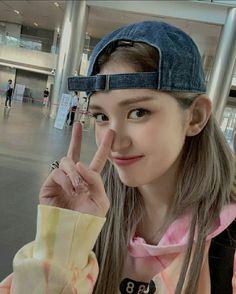 Jeon Somi, Ulzzang Girl, Korean Singer, Pretty People, Korean Girl, Celebs, Female, Cute, Model