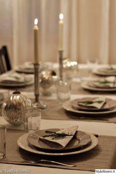 joulu,joulupallo,kattaus,kuusenoksa,perfect home White Christmas, Xmas, Table Settings, Christmas Decorations, Candles, Entertaining, Entertainment Ideas, Diy, Party Ideas