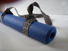 Yoga mat strap DIY - Pretty sure I can make this.  Love that there is no velcro involved.