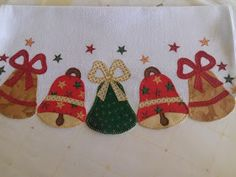 Vilma Ponto a Ponto: PANOS DE PRATO EM PATCHWORK 9 Applique Designs, Xmas, Christmas, Sewing Projects, Patches, Kids Rugs, Quilts, Blanket, Biscuit