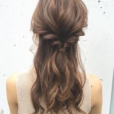 ふとすれ違ったときの女性の清楚な雰囲気に 心を奪われる男性も多いはず。 両サイドからのニュアンス編み込みで カジュアルなハーフアップを実現した @koyahairさんのアレンジは 360度どこから見ても 抜け目のない可愛さを演出します。 女性ならではのロングヘアを生かしたヘアスタイルは 柔らかい雰囲気を引き出してくれ いつも以上にあなたの魅力が磨かれます。 #regram #locari #ロカリ #ヘアアレンジ #ハーフアップ #ニュアンス編み込み #清楚アレンジ #360度カワイイ #ロングヘアは女性の象徴 #hairarrange #cute