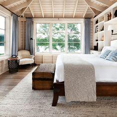 Lake cottage bedroom with exposed ceiling / Luis Jauregui