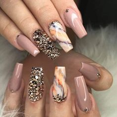 The advantage of the gel is that it allows you to enjoy your French manicure for a long time. There are four different ways to make a French manicure on gel nails. Glam Nails, Dope Nails, Beauty Nails, Fun Nails, Stiletto Nails, Coffin Nails, Best Acrylic Nails, Acrylic Nail Designs, Nail Art Designs