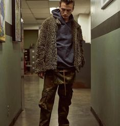 stonesuper / TS RHUDE Tooling Kangaroo Pocket Wash Camouflage Tooling Pantaloni High Street Hip Hop Mens Designer Womens Coppie Verde Pantaloni Jogger Pants, Joggers, Camouflage, Slacks, Trousers, Hip Hop, Harem Shorts, Kanye West, Kangaroo