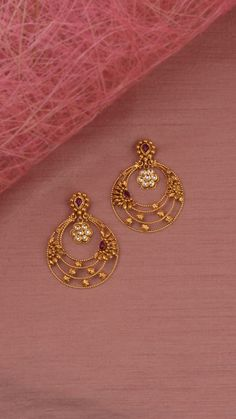 Delicate crescent hoop earrings with ornamental floral accents. Delicate crescent hoop earrings with ornamental floral accents. Antique Jewellery Designs, Gold Ring Designs, Gold Bangles Design, Gold Jewellery Design, Jewelry Design Earrings, Gold Earrings Designs, Hoop Earrings, Emerald Jewelry, Designer Earrings