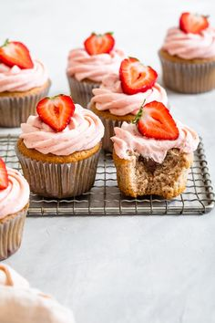Fluffy and moist strawberry cupcakes stuffed with creamy Nutella and topped with fresh strawberry buttercream. Recipe by Snixy Kitchen. #californiastrawberries #nutellacupcakes #strawberrycupcakes #cupcakerecipe #bakingathome #homemadecucakes #nutellastuffedcupcakes #strawberrydessert Strawberry Compote, Strawberry Puree, Strawberry Cupcakes, Strawberry Desserts, Nutella Cupcakes, Nutella Crepes, Strawberry Buttercream, Buttercream Recipe, Cake Batter