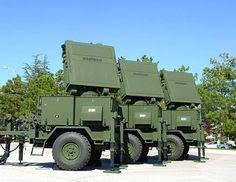 Milli Radar Sınırı Koruyor ASELSAN tarafından üretilen milli hava savunma radarı KALKAN, Suriye sınırına yakın bölgelerde hava sahamızı gözetliyor. ASELSAN tarafından geliştirilen ve her geçen gün menzili artırılan KALKAN hava savunma radarı, Suriye sınırına yakın bölgelerde hava sahamızı gözetliyor. 100 kilometre mesafeden hava araçlarını tespit edebilen Kalkan askeri araçlar tarafından kolayca taşınabiliyor. Karakollara ve çevre birliklere yerleştirilen kalkan hava savunma sistemlerine…