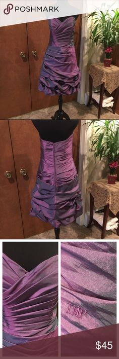 """Impressions Bridesmaid dress. This dress is beautiful. It has a sweetheart neckline and a balloon skirt. There are flowers in the skirt. Laid flat the bust is 16.5"""" and from arm to hem is 29"""". Dresses Strapless"""
