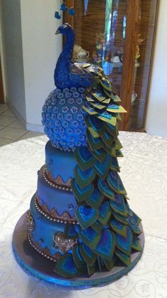 Peacock cake - absolutely gorgeous! (as this is my fun totem!)
