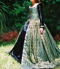 Celtic Wedding Gown -  I would put the bridesmaids in something like this, with a little less poof to the skirt.