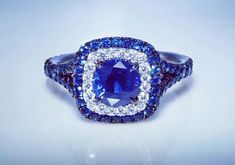 Stunning sapphire and diamonds ring in white gold 14k very Beautiful design and color. SLVH ❤❤❤