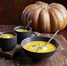 Halloween Edition To celebrate Halloween we've decided to share a recipe that uses pumpkin. Seeing as tonnes of pumpkin is thrown away each year there's definitely a need to reuse! Pumpkin is a delicious food that can be used in sw Creamy Pumpkin Soup, Chicken Pumpkin, Pumpkin Hummus, Lentil Soup Recipes, Healthy Pumpkin, Pumpkin Squash, Bbc Good Food Recipes, Diet Recipes, Recipes