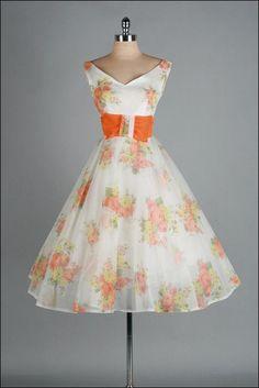 vintage 1950s dress @millstvintage @etsy
