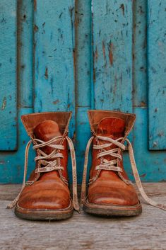 Versatile, handcrafted, all-season lace-up boot. From the mountains to city streets, the versatile Fåborg [faa-bor] is one of our most popular boots. Heavy Terracare® leather softens quickly patinas… Cute Shoes, Me Too Shoes, Men's Shoes, Shoe Boots, Golf Fashion, Mens Fashion, High Fashion, Lace Up Boots, Ugg Boots