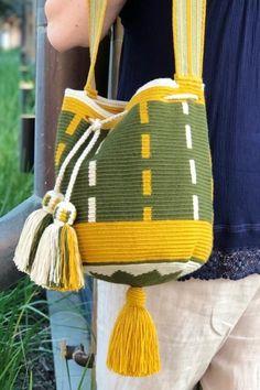 Single Crochet Stitch, Basic Crochet Stitches, Mochila Crochet, Tapestry Crochet Patterns, Crochet Backpack, Sweet Bags, Tapestry Bag, Crochet Handbags, Crochet Woman