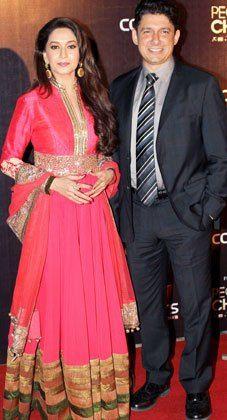 Madhuri Dixit Nene poses in Manish Malhotra design. Indian Anarkali, Long Anarkali, Indian Suits, Indian Attire, Ladies Suits, Suits For Women, Kurta Designs, Dress Designs, Indian Bridal Wear