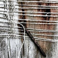 RUSTY WEAVING #findings#rusty#rustynail#kokesuppepåspiker#weaving#vev#recycle#rawmaterials#rustydetails#nothingisordinary#vøltvev#norskeskatter#rustenspiker#linenthread#linen#woodlove#textures#VØLT