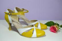 Svatební i společenské boty retro styl Model Natalie T-styl. Exkluzívní kůže žlutá brokát + bílá svatební boty, svatební obuv, svadobné topánky, svadobná obuv, obuv na mieru, topánky podľa vlastného návrhu, pohodlné svatební boty, svatební lodičky, svatební boty na nízkém podpatku, nude boty, boty v telové barvě, svatební boty na nízkém podpatku, balerínky, pohodlné svatební boty, Retro svadobné topánky žltá + biela Kitten Heels, Retro, Model, Shoes, Fashion, Moda, Zapatos, Shoes Outlet