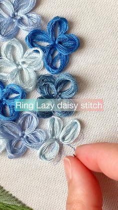 Hand Embroidery Patterns Flowers, Basic Embroidery Stitches, Embroidery Stitches Tutorial, Hand Embroidery Designs, Beaded Embroidery, Hand Embroidery Projects, Lazy Daisy Stitch, Stitching, Crafty