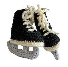 Hockey skate booties for a baby! What could be more perfect? Cute Crochet, Knit Crochet, Crochet Hats, Baby Booties, Baby Shoes, Starbucks Gift Card, Yarn Crafts, Baby Love, Cute Kids