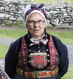 ..Rekonstruert damebunad frå Sogn MorMor Norwegian People, Scandinavian Countries, Beautiful Places To Visit, Luster, Norway, Birth, Vest, Thoughts, Country