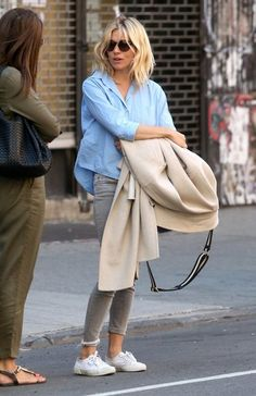 Sienna Miller Photos Photos: Sienna Miller Is Seen Out and About in New York City - Sienna Miller Photos – Actress Sienna Miller is seen out and about in New York City on April - Sienna Miller Hair, Sienna Miller Style, Fashion Models, Fashion Outfits, Winter Mode, Her Style, Celebrity Style, Autumn Fashion, Style Inspiration