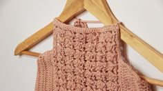 FREE pattern tutorial. Shell halter crop top! Crochet bikini top with video tutorial that includes written instructions!